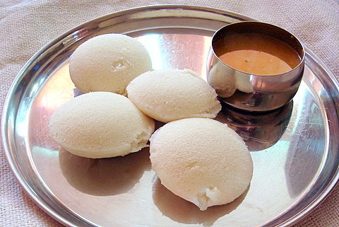 Steaming idlis and 'my' kari kuzhambhu